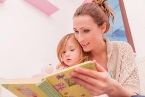 madre-y-nina-leyendo